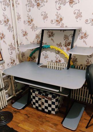 Продам срочно стол компьютерный