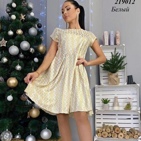 Жіноче плаття коротке