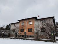 Большой дом с баней и беседкой среди сосен на берегу р. Тетерев