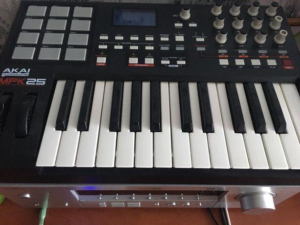 Мидиклавиатура, MIDI-клавиатура AKAI MPK25