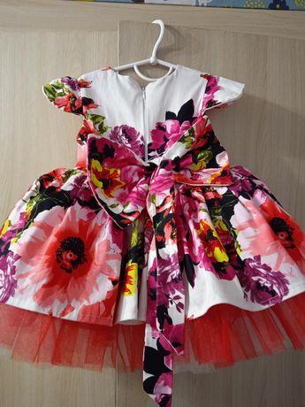 Продам плаття на дівчинку на 1 рік