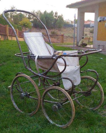 Bonito carrinho de Bebé do principio do século XX.