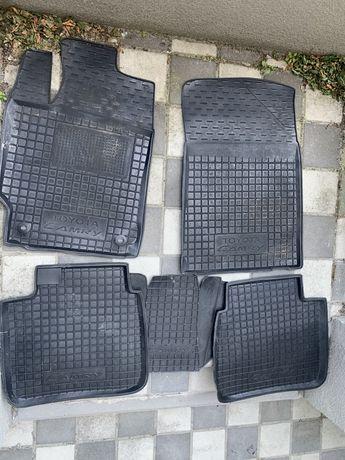 Резиновые коврики Camry 50/55 2012
