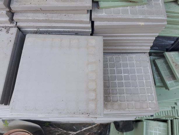 3€ tijoleira 14.5x14.5x1 nunca usada
