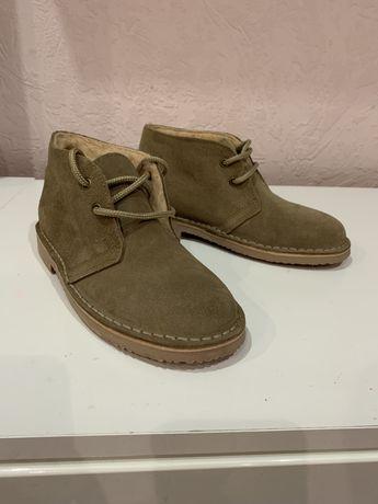 Замшевые ботинки бежевого цвета
