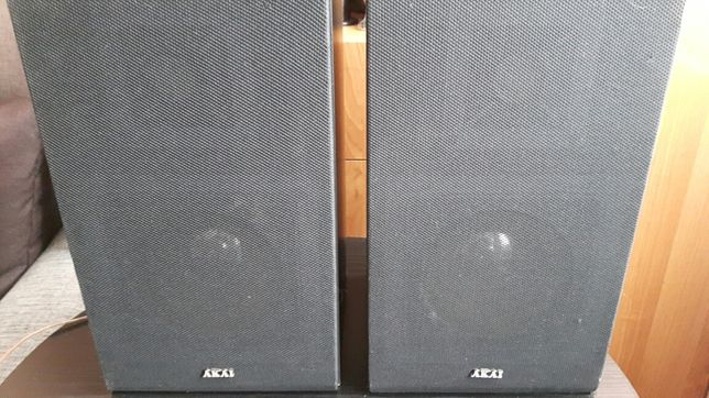 Kolumny głośnikowe Akai.
