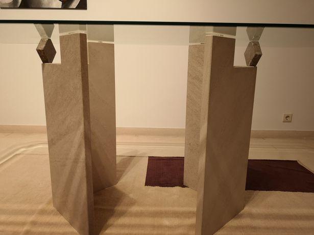 Mesas e móvel em Mármore