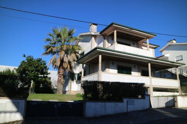 Moradia Individual T4 340 m2 + 670 m2 Logradouro - Guimarães