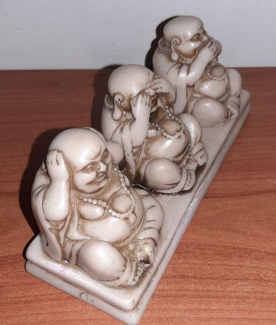 Figurki Mizaru, Kikazaru, Iwazaru. Bibelot na biurko