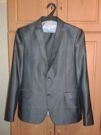 Продам мужской подростковый костюм