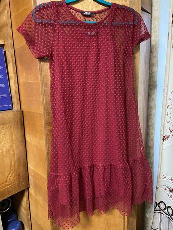 Женское красное платье с фатином