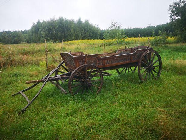 Zabytkowy wóz konny wasąg