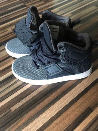 Черевики кросівки взуття