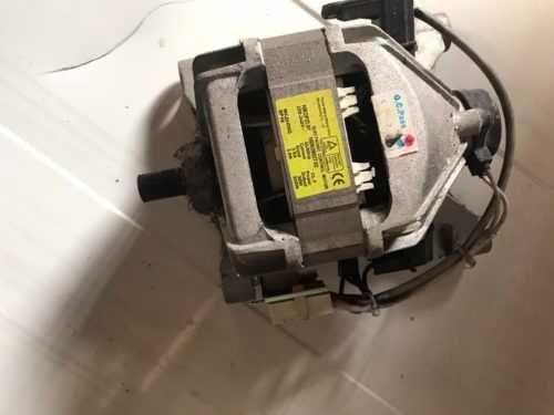 Двигатель мотор на стиральную машину Indesit WIUL 103