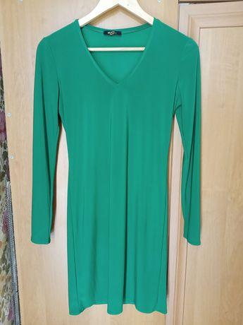 Зеленое однотонное тонкое платье