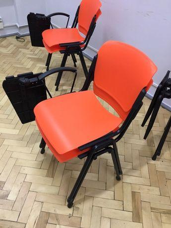 Стільці для конференц залу зі столиком