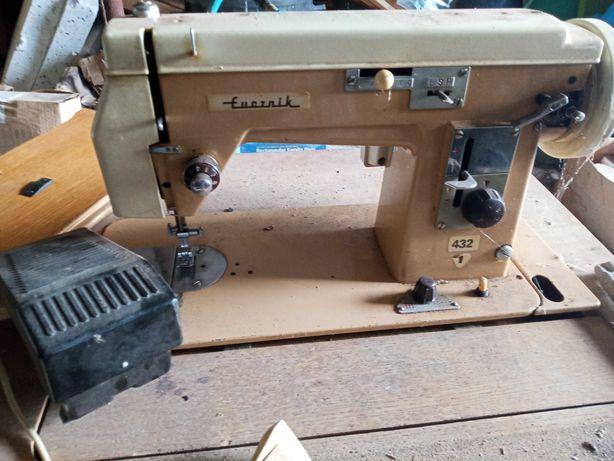 Stara maszyna do szycia - Łucznik 432