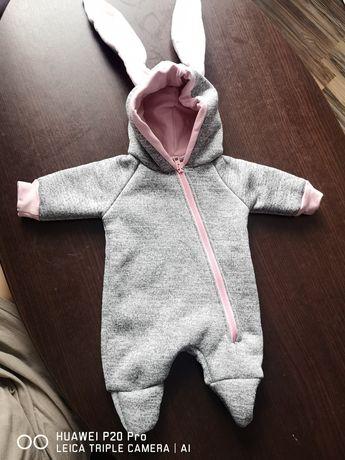 Kombinezon dla niemowlaka dziewczynka.