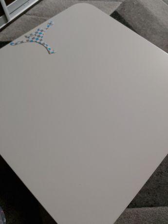 Stolik na kółkach 50×50