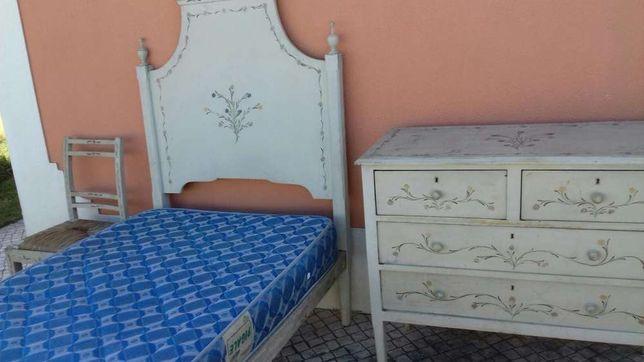 Mobilia de quarto alentsjana pintada à mão.