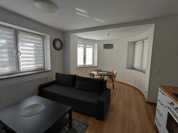 Nowy apartament w kameralnym ogrodzonym budynku z parkingiem i ogrodem