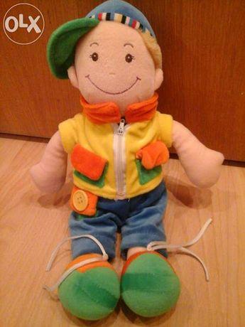 Мягкая игрушка человечек в кепке 36 см