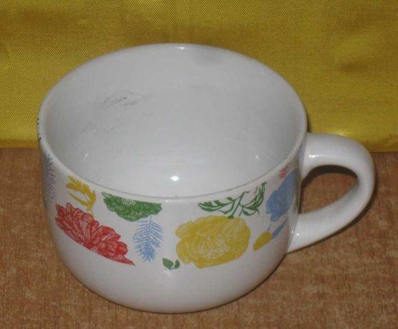 Чашка  белая большая. Новая. Керамическая.