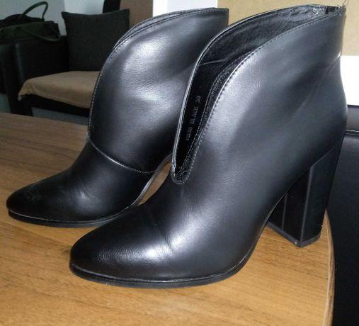 Eleganckie czarne botki 38 jak nowe