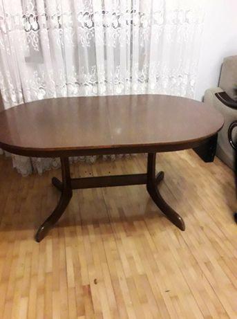 Stół w bardzo dobrym stanie rozkładany