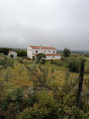 2 Terrenos,  com um total de 25 hectares com moradia