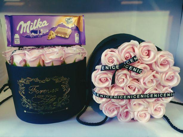 PREZENT Flower Box Pudrowych róż ** CZEKOLADA GRATIS