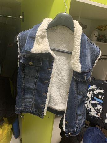 Теплая джинсовая жилетка на меху
