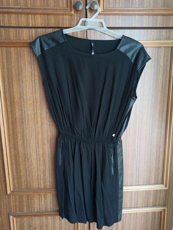 Czarna sukienka Cropp.