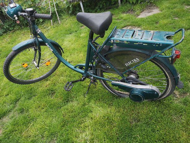 Rower z silnikiem elektrycznym.