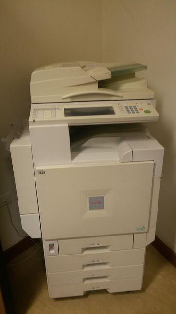 Impressora Multifunções Ricoh avariada