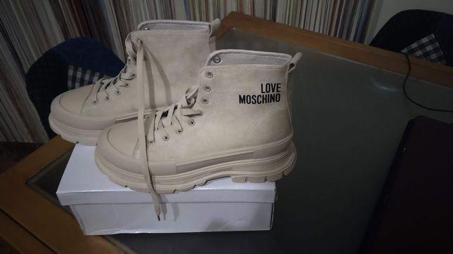Botas Moschino tamanho 38