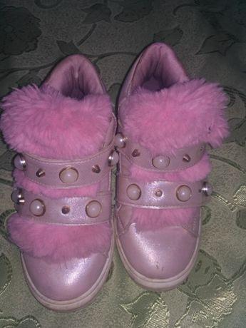 Продам ботинки весенние на девочку.