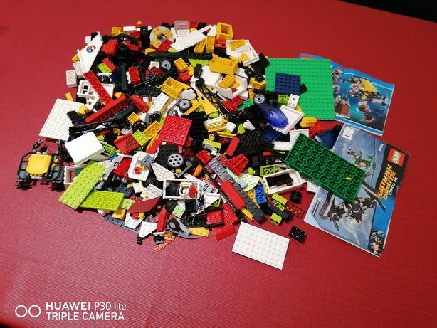 Grande lote de Lego peças variadas.