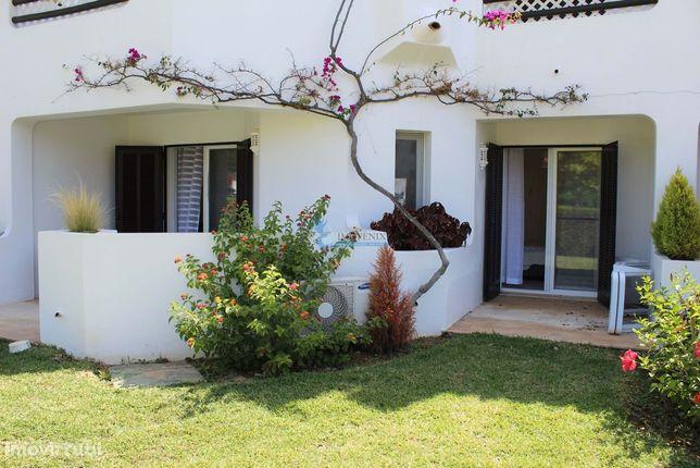 Apartamento T2 com piscina localizado no Balaia Golf Village Albufeira