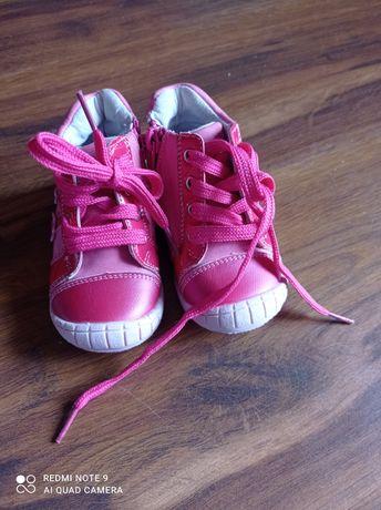 Kurtka i buty dziecięce