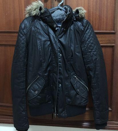 Kispo blusão preto com capuz e pelo removível COMO NOVO