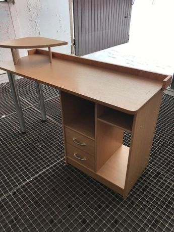 stolik, biurko dla młodego ucznia,