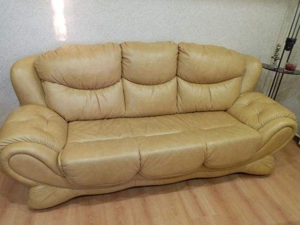 Продам диван кожаный.
