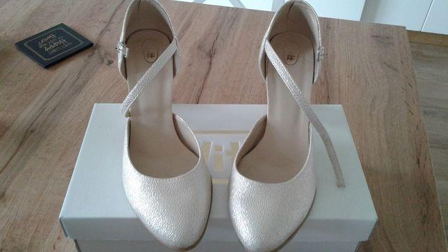pozostałości po ślubie/weselu, biżuteria, buty, planer, szlafrok