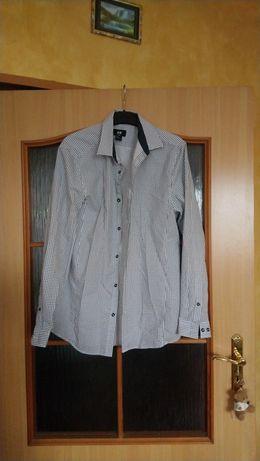 Koszule S, M markowe na ok.170 cm wzrostu.