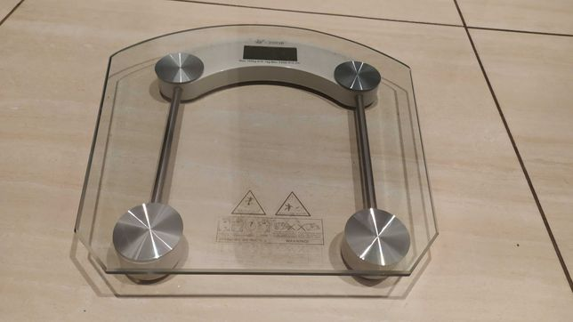 Szklana waga łazienkowa