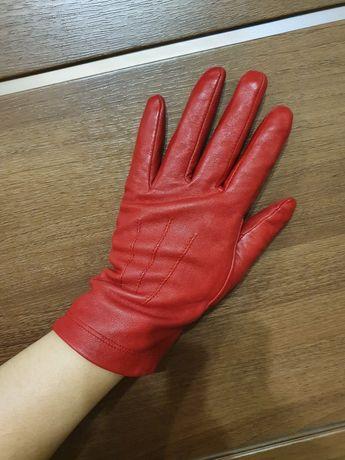 Красивые стильные кожаные перчатки