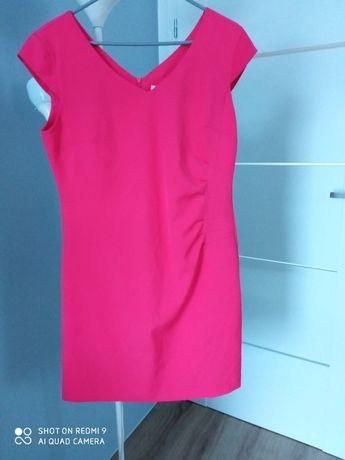 Różowa sukienka.