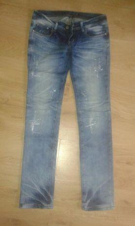 Spodnie jensowe, jeansy przecierane