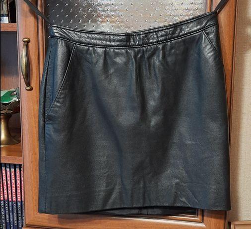 Czarna skórzana mini 36 S